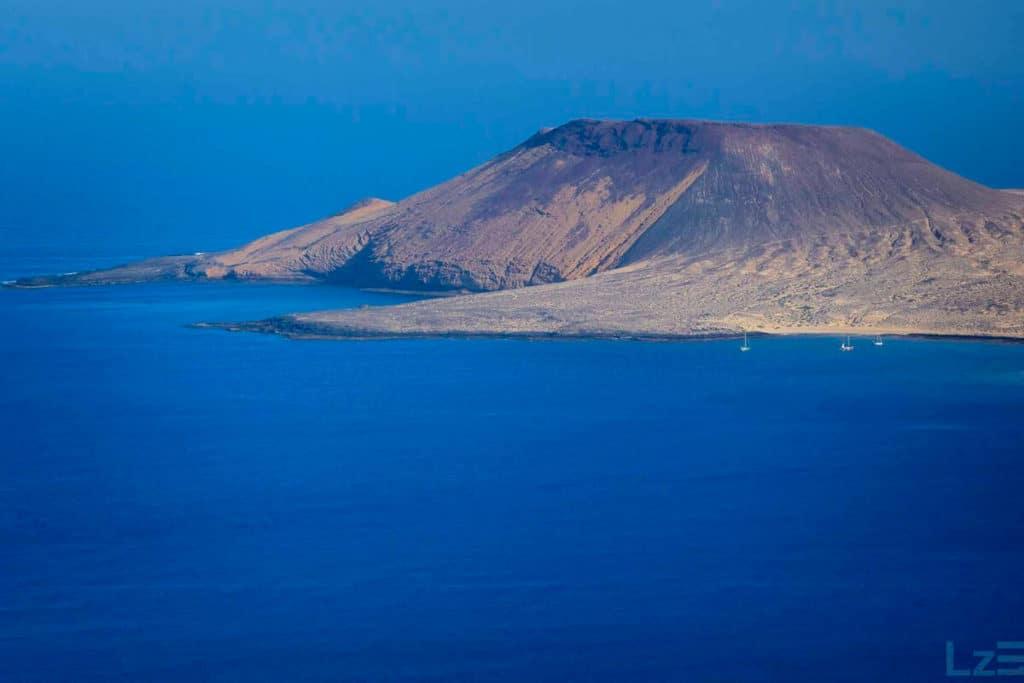 Vistas de La Graciosa desde el Mirador de Ye Miradores de Lanzarote Fotografía Ramón Pérez Niz