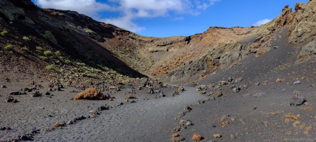 Caldera del Volcán del Cuervo Fotografía Ramón Pérez Niz