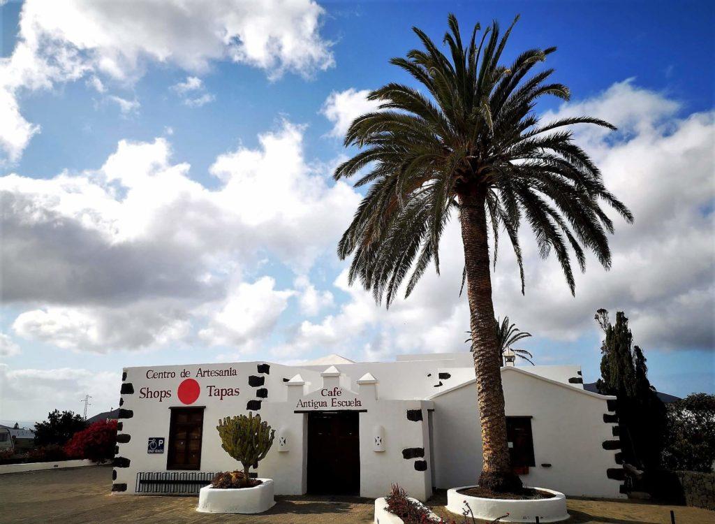 La vieja escuela infantil de Yaiza, hoy Centro de Artesanía Fotografía Josechu Pérez Niz